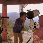 Pemantauan hilal oleh tim Rukyatul hilal FIAI di Pos Observasi Bukit Brambang, Gunung Kidul (Rizal/ald)